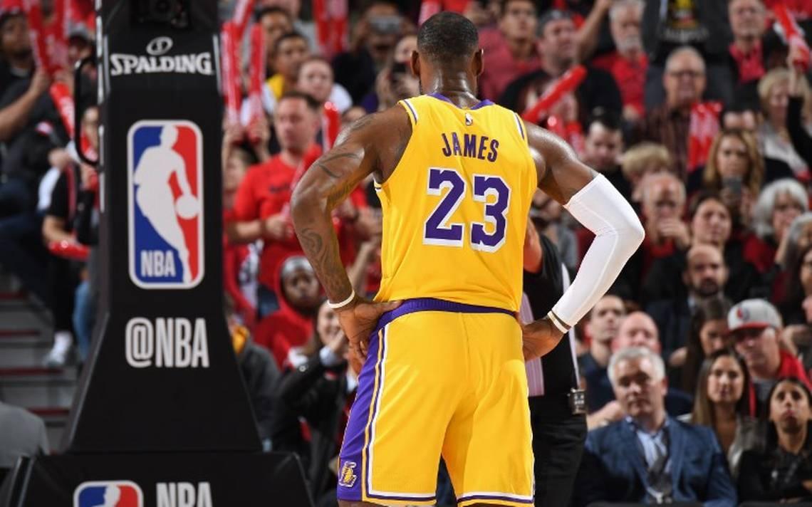 LeBron James (29+11) mantiene a los Lakers como 'Reyes del Oeste'