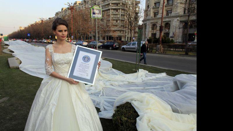 récord guiness para el vestido con la cola más larga del mundo