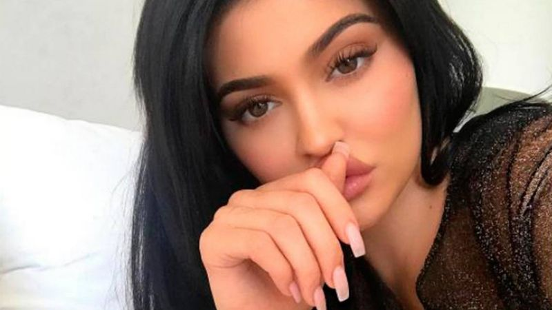 Kylie Jenner a cuadros y candente