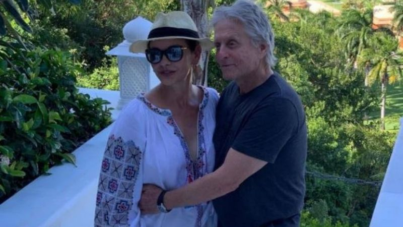 Catherine Zeta Jones y Michael Douglas pasean por La Habana : VIDEO