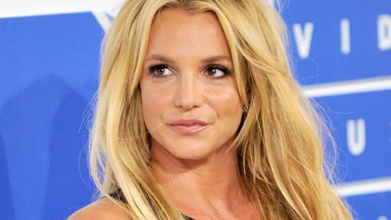 ¡Espera! Britney Spears se quita la prenda de abajo en ...