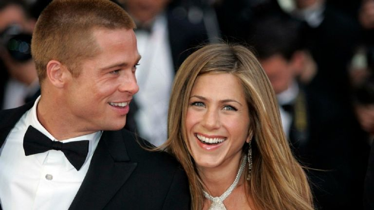 Jennifer Aniston cuenta con quién se ve Brad Pitt en secreto