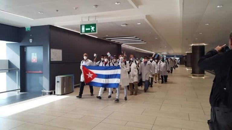 Laura Alonso apuntó contra los médicos cubanos y los trató de espías