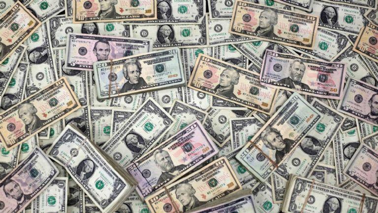 Dólar hoy: a cuánto cotiza el blue y el oficial
