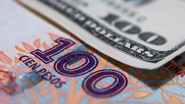 El dólar oficial opera estable y el