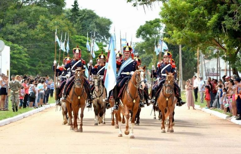 Cuatro granaderas estuvieron presentes en el acto de San Martín