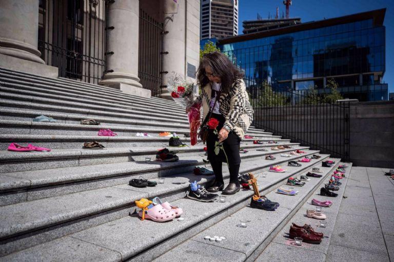 Hallan 215 cadáveres de menores en un internado para indígenas de Canadá